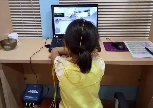 小孩上课期间做小动作 怎么来矫正